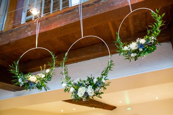 Décoration florale d'un plafond champêtre